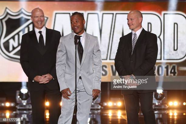 Former NHL player Mark Messier actor Cuba Gooding Jr and former NHL player Adam Graves speak onstage prior to announcing the winner of the Mark...