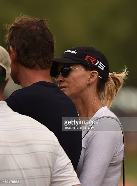 Former NHL player Wayne Gretzky and his wife Janet Jones attend Round 2 of the 79th Masters Golf Tournament at Augusta National Golf Club on April 10...