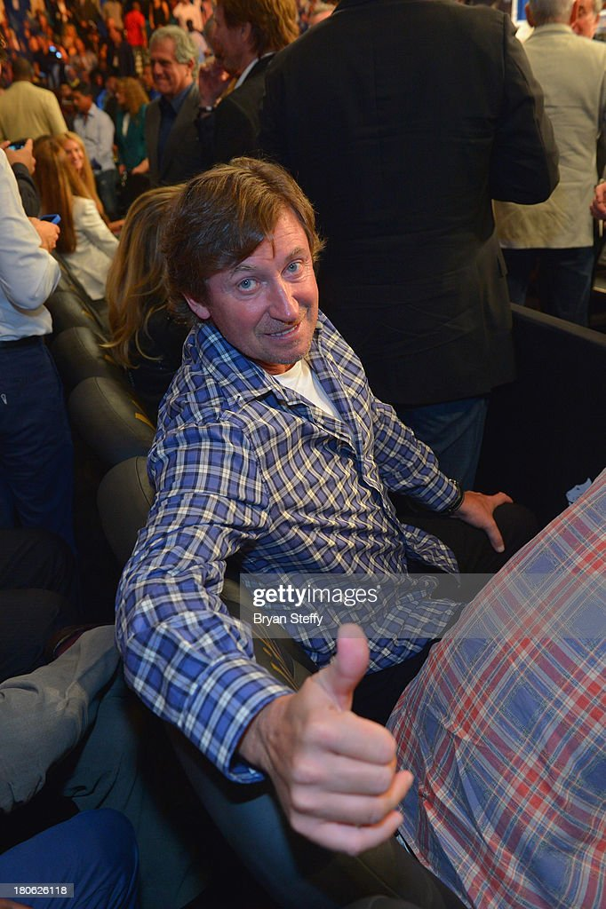 Former NHL player Wayne Gretzky attends the Floyd Mayweather Jr. vs. Canelo Alvarez boxing match at the MGM Grand Garden Arena on September 14, 2013 in Las Vegas, Nevada.