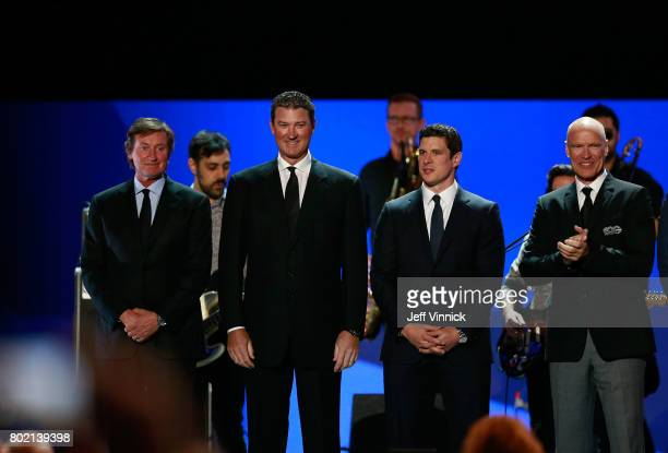 Former NHL players Wayne Gretzky Mario Lemieux Sidney Crosby and Mark Messier stand onstage after being introduced during the 2017 NHL Awards...
