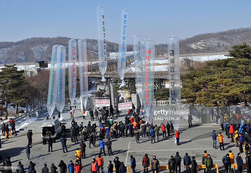 Former North Korean defectors living in South Korea float giant balloons carrying anti-Pyongyang leaflets at Imjingak park near the inter-Korean border in Paju on February 16, 2013. Activists launched balloons across the border carrying leaflets that criticise North Korea's ruling Kim family on the birth anniversary of late leader Kim Jong-Il, amid high tension over its long-range rocket launch and nuclear test. AFP PHOTO / JUNG YEON-JE