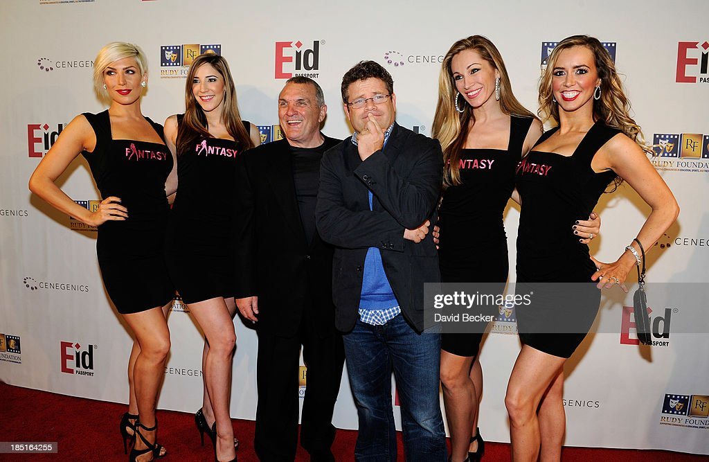 Rudy Ruettiger (3rd L) and actor Sean Astin (3rd R) arrive with cast ...