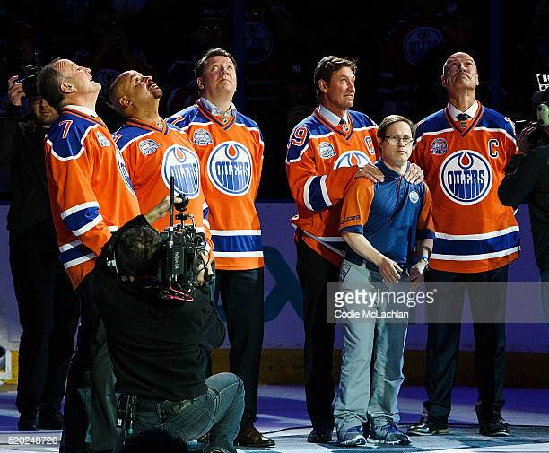 Former Oilers Paul Coffey Grant Fuhr Jari Kurri Wayne Gretzky and Mark Messier along with longtime dressing room attendant Joey Moss watch as a...