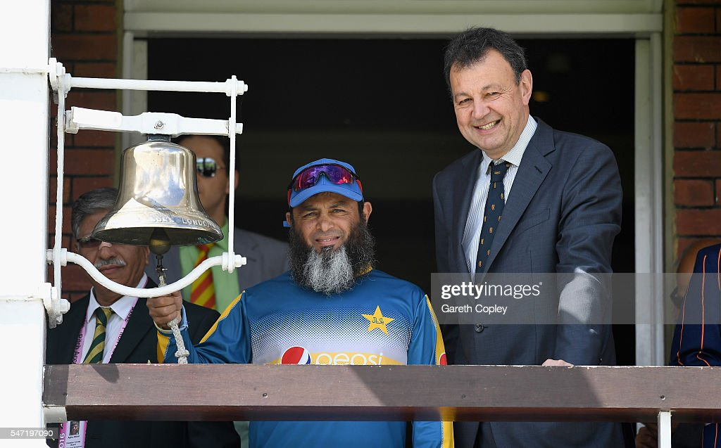 Former Pakistan spinner Mushtaq Ahmed rings the five minute bell alongside Chief Executive of Marylebone Cricket Derek Brewer during the 1st Investec...
