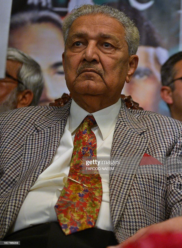 Former Pakistani nuclear scientist and chairman of Tehreek-e-Tahafuz Pakistan party, Abdul Qadeer Khan, sits during a public meeting along with members from the Jamaat-e-Islami party in Islamabad on February 26, 2013. Khan has registered a new political party last year to contest for the first time general elections expected next year, officials said. AFP PHOTO/Farooq NAEEM
