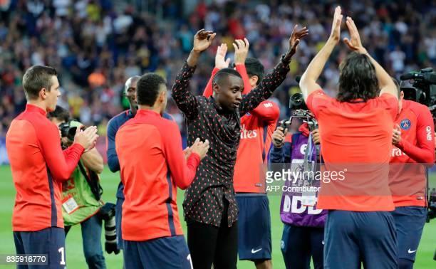 Former Paris SaintGermain's French midfielder Blaise Matuidi greets his former teammates prior to the French L1 football match Paris SaintGermain vs...