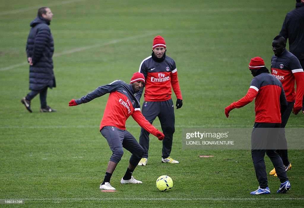 Former Paris Saint-Germain's French player Nicolas Anelka (2ndL) of China's Shanghai Shenhua football club takes part in a training session, on January 10, 2013 at the Camp des Loges, the PSG football club training center in Saint-Germain-en-Laye, west of Paris. AFP PHOTO / LIONEL BONAVENTURE