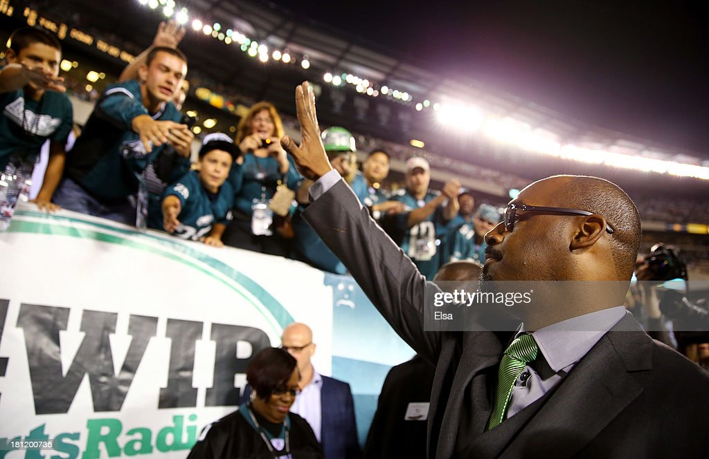 Former Philadelphia Eagles quarterback Donovan McNabb waves to fans after having his number retired at halftime of the game between the Eagles and the Kansas City Chiefs at Lincoln Financial Field on September 19, 2013 in Philadelphia, Pennsylvania.