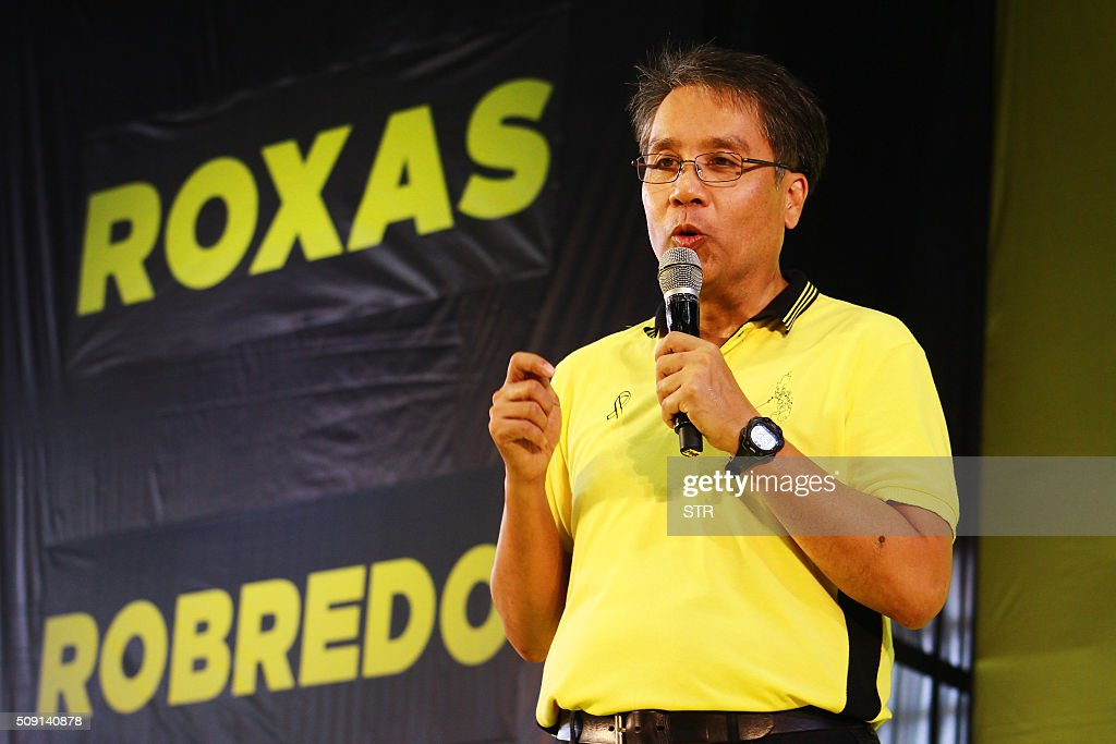 Former Philippine interior minister and ruling party candidate Mar Roxas speaks during a campaign rally in Capiz town, central Philippines, on February 9, 2016, at the start of the political campaign for the May 10 national elections. AFP PHOTO / AFP / STR