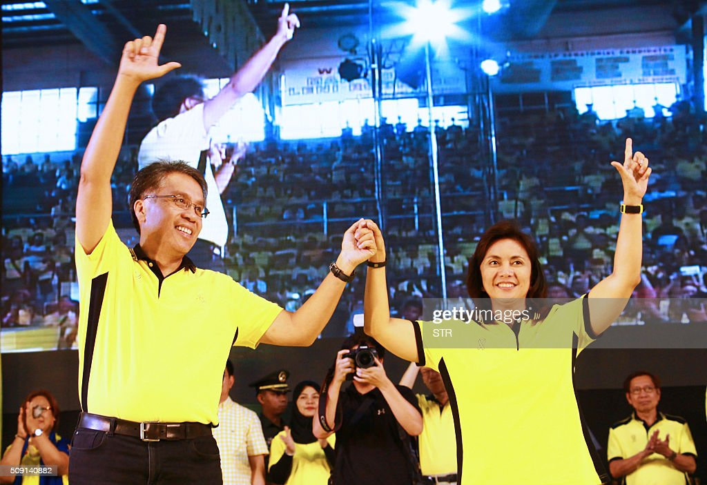 Former Philippine interior minister and ruling party candidate Mar Roxas (L) along with his vice-presidential candidate congresswoman Leni Robredo raise their hands during a campaign rally in Capiz town, central Philippines, on February 9, 2016, at the start of the political campaign for the May 10 national elections. AFP PHOTO / AFP / STR