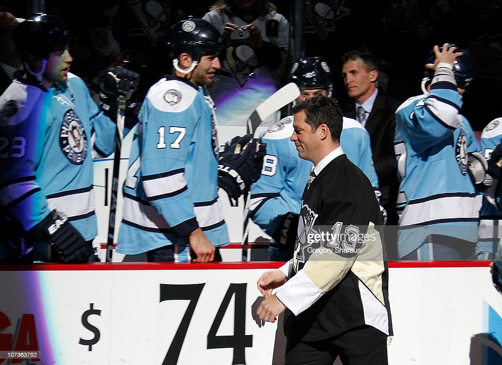 Former Pittsburgh Penguin Bill Guerin acknowledges his former teammates during a ceremony prior to the game against the New Jersey Devils on December...