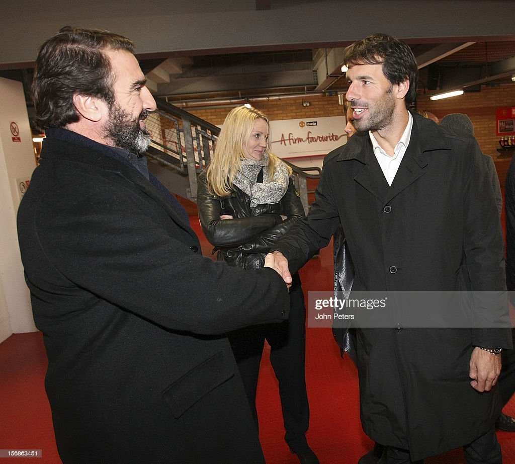 Former player <a gi-track='captionPersonalityLinkClicked' href=/galleries/search?phrase=Eric+Cantona&family=editorial&specificpeople=211325 ng-click='$event.stopPropagation()'>Eric Cantona</a> (L) talks with <a gi-track='captionPersonalityLinkClicked' href=/galleries/search?phrase=Ruud+van+Nistelrooy&family=editorial&specificpeople=171088 ng-click='$event.stopPropagation()'>Ruud van Nistelrooy</a> after the unveiling of a statue of Manager Sir Alex Ferguson of Manchester United at Old Trafford on November 23, 2012 in Manchester, England.