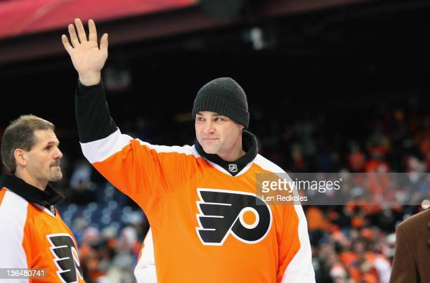 Former player Eric Lindros of the Philadelphia Flyers waves to the crowd during the first intermission ceremony at the 2012 Bridgestone NHL Winter...