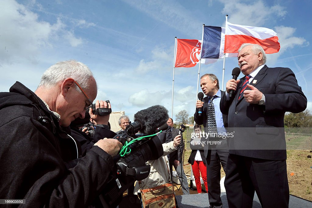 Former Poland president Lech Walesa (R) delivers a speech during the commemoration of the 220th anniversary of the outbreak of the royalist rebellion and counterrevolution in Vendee during the French Revolution, on April 18, 2013 in Lucs-sur-Boulogne. AFP PHOTO / FRANK PERRY