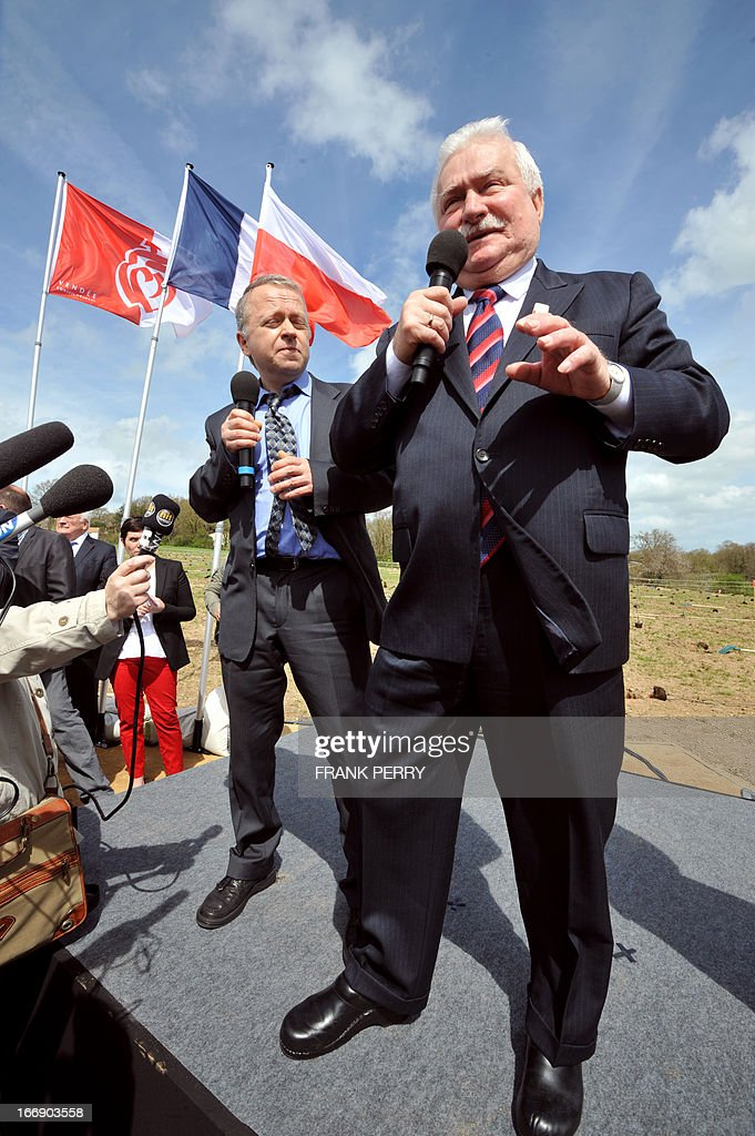 Former Poland president Lech Walesa (foreground) delivers a speech during the commemoration of the 220th anniversary of the outbreak of the royalist rebellion and counterrevolution in Vendee during the French Revolution, on April 18, 2013 in Lucs-sur-Boulogne. AFP PHOTO / FRANK PERRY