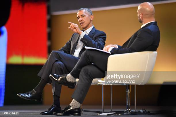 US former President Barack Obama speaks with Sam Kass food entrepreneur and former White House chef during the third edition of 'Seed Chips The...