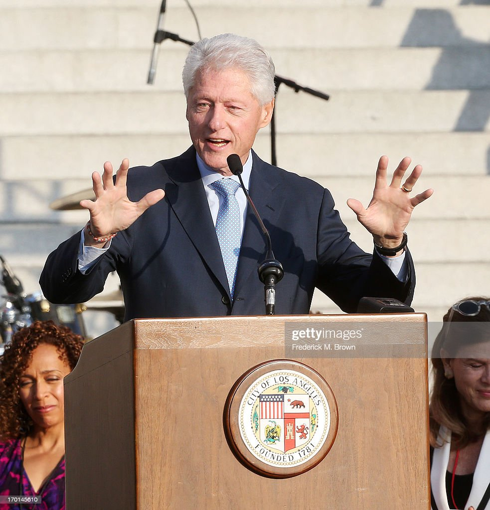 Former President <a gi-track='captionPersonalityLinkClicked' href=/galleries/search?phrase=Bill+Clinton&family=editorial&specificpeople=67203 ng-click='$event.stopPropagation()'>Bill Clinton</a> Pays Tribute to Mayor Antonio Villaraigosa at Celebrate LA! on June 7, 2013 in Los Angeles, California.