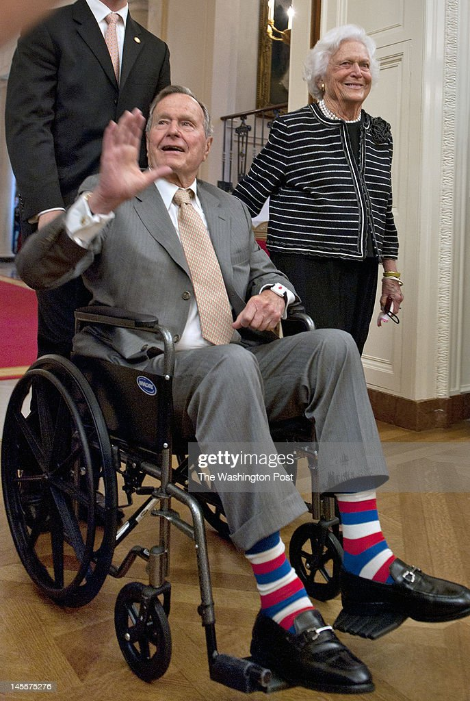 Former President George H.W. Bush and Barbara Bush arrive at the White House East Room for the unveiling of his sons' official portrait on May, 31, 2012 in Washington, DC.