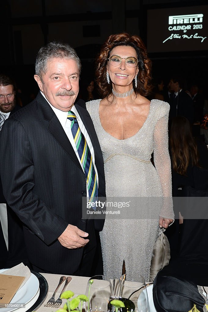 Former President of Brazil, Luiz Inacio Lula da Silva and Sophia Loren attend the '2013 Pirelli Calendar Unveiling' on November 27, 2012 in Rio de Janeiro, Brazil.