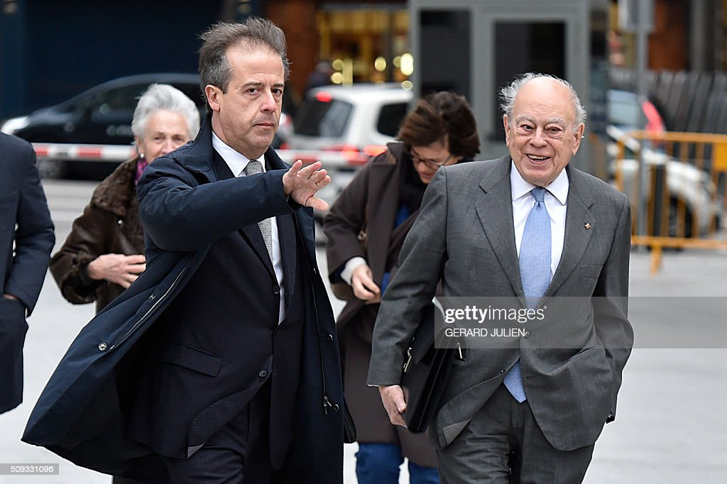 Former president of Catalonia Jordi Pujol (R) arrives to appear before the National Court in Madrid on February 10, 2016. Pujol, who governed the wealthy northeastern region of Catalonia from 1980 to 2003, was ordered to appear before the National Court for questioning as a suspect in alleged money laundering and tax fraud relating to a personal fortune his family hid from the taxman in Andorra. / AFP / GERARD JULIEN