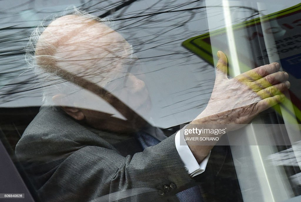 Former president of Catalonia Jordi Pujol hops into a car into a car following an appearance at the National Court in Madrid on February 10, 2016. Pujol, who governed the wealthy northeastern region of Catalonia from 1980 to 2003, was ordered to appear before the National Court for questioning as a suspect in alleged money laundering and tax fraud relating to a personal fortune his family hid from the taxman in Andorra. / AFP / JAVIER SORIANO