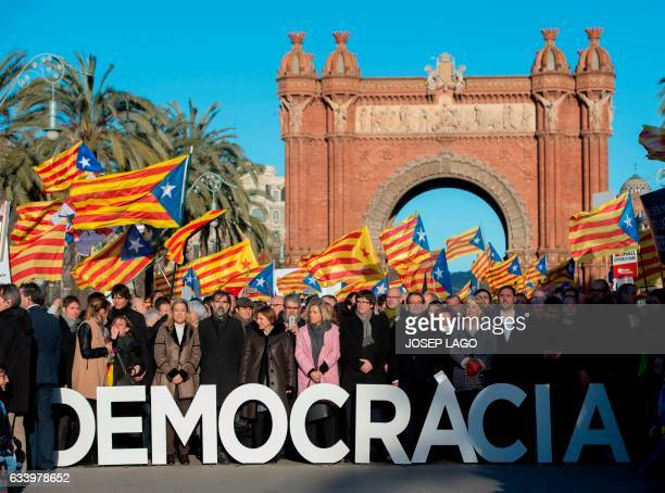 TOPSHOT Former President of the Catalan Government and leader of Partit Democrata Europeu Catala PDECAT Artur Mas poses with other members of Catalan...