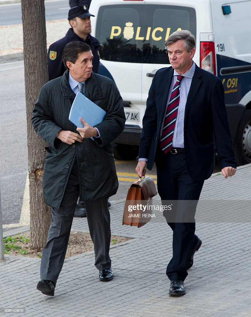 Former President of the regional government of the Balearic Islands Jaume Matas (L) and his lawyer Jose Zaforteza arrive for a hearing held in the courtroom at the Balearic School of Public Administration (EBAP) building in Palma de Mallorca, on the Spanish Balearic Island of Mallorca on February 9, 2016. The trial for corruption in a high stakes case of Spain's Princess Cristina, the sister of King Felipe VI, and her husband, former Olympic handball player Inaki Urdangarin, started again today in Palma. / AFP / JAIME REINA