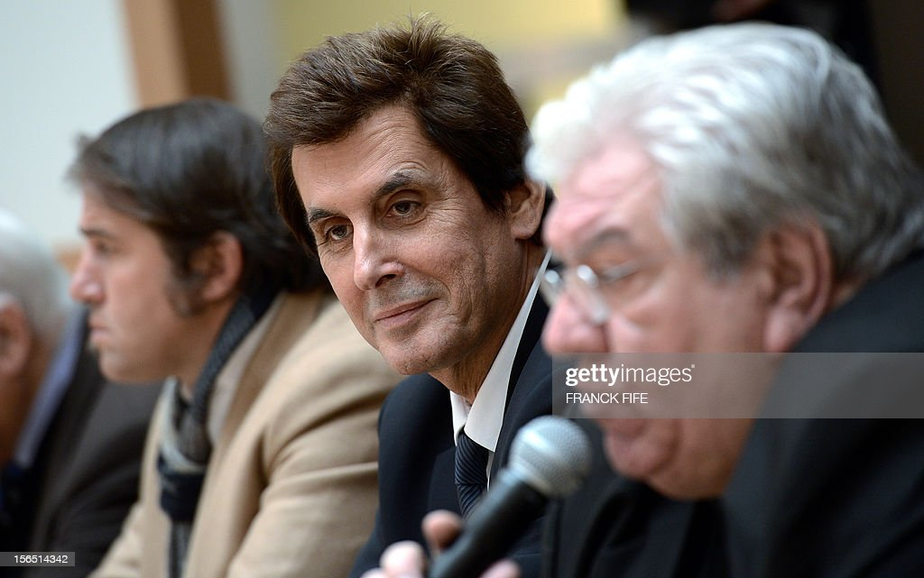 Former president of the Stade Francais rugby team Max Guazzini (C) listens to Paul Goze speaking during a press confrence on November 16, 2012 in Paris after being elected head of the French national rugby league (LNR), which oversees the professional 15-a-side game in France. Goze, 61, received a four-year mandate as head of the body that manages the Top 14 and Pro D2 divisions, succeeding Pierre-Yves Revol, who was elected in 2008 to take over from former France full-back Serge Blanco (1998-2008). AFP PHOTO / FRANCK FIFE