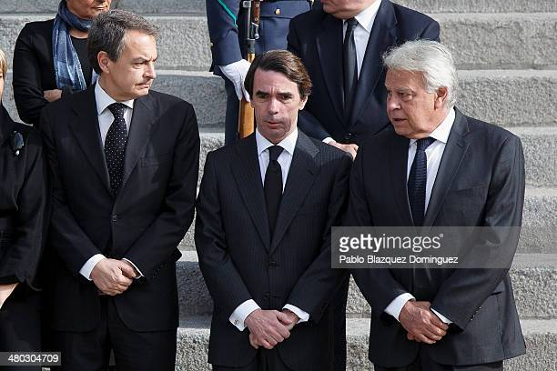 Former prime ministers of Spain Jose Luis Zapatero Jose Maria Aznar and Felipe Gonzalez await the arrival of the coffin of former Spanish prime...