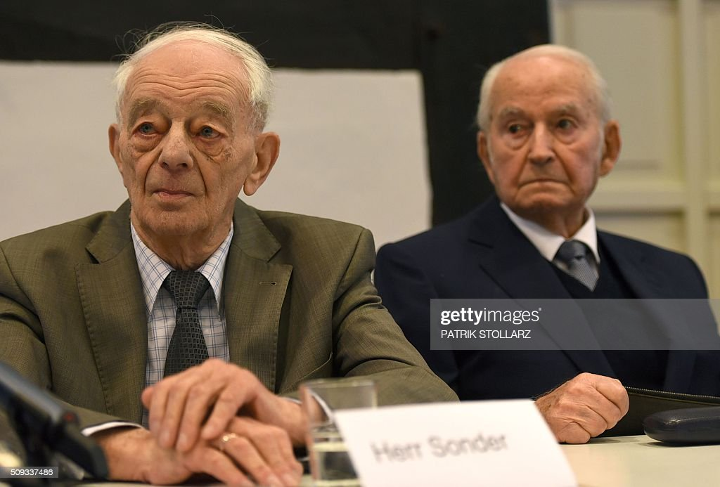 Former prisoner of Auschwitz extermination camp (L-R) Justin Sonder and Leon Schwarzbaum attend a press conference in Detmold, western Germany, on February 10, 2016 ahead of a trial of a former SS man Reinhold Hanning. Reinhold Hanning, 93, faces court in the western town of Detmold from Thursday, charged with at least 170,000 counts of accessory to murder in his role as a former guard at the camp in occupied Poland. / AFP / PATRIK STOLLARZ