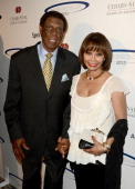 Former pro basketball player Elgin Baylor and wife Elaine attend the 28th Anniversary Sports Spectacular Gala at the Hyatt Regency Century Plaza on...
