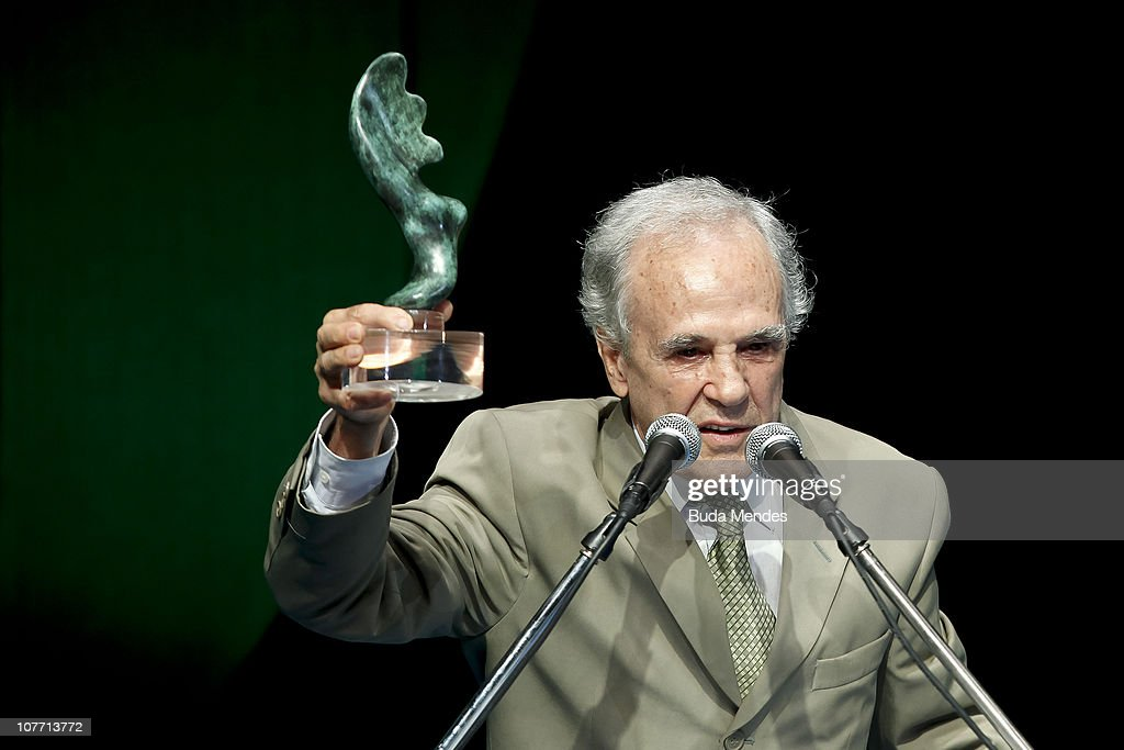 Former pugilist Eder Jofre accepts a homage during the ceremony of Brazil's Olympics award Premio Brasil Olimpico at the MAM Theater on December 20, 2010 in Rio de Janeiro, Brazil.