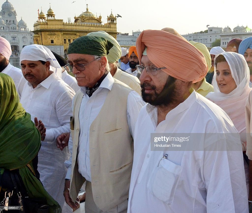Former Punjab chief minister and Congress candidate Amarinder Singh paying obeisance at Golden Temple after his victory in Lok Sabha elections on May 15, 2014 in Amritsar, India. He defeated senior BJP leader Arun Jaitley with margin of more than 1 lakh votes.