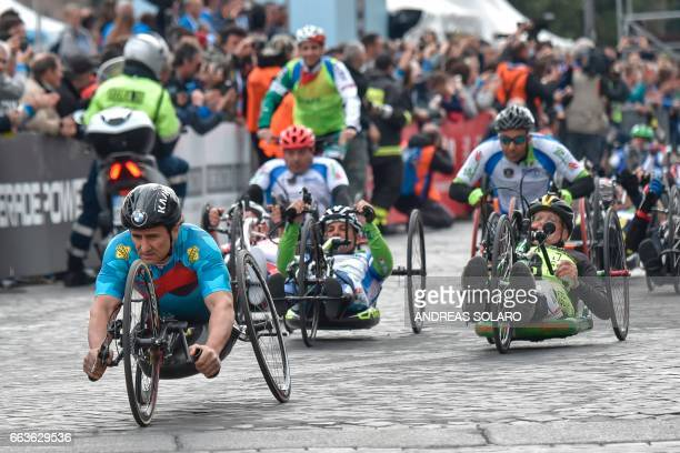 Former racing driver and paracyclist Italian Alex Zanardi takes part in the 23rd Marathon of Rome on April 2 2017 / AFP PHOTO / Andreas SOLARO