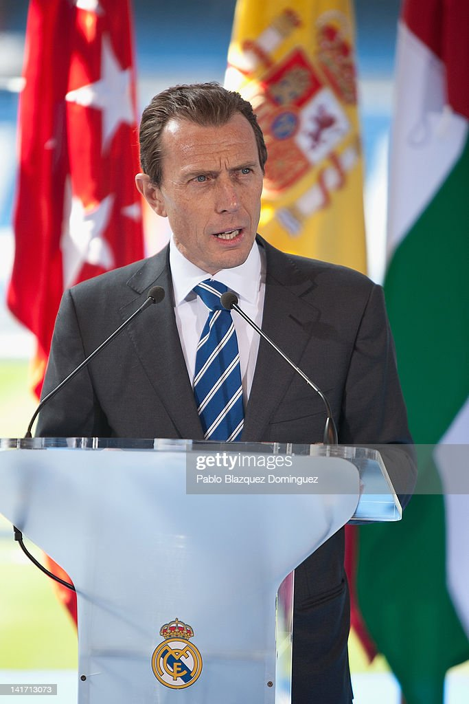 Former Real Madrid football player <a gi-track='captionPersonalityLinkClicked' href=/galleries/search?phrase=Emilio+Butragueno&family=editorial&specificpeople=746497 ng-click='$event.stopPropagation()'>Emilio Butragueno</a> presents Real Madrid Resort Island at Estadio Santiago Bernabeu on March 22, 2012 in Madrid, Spain.