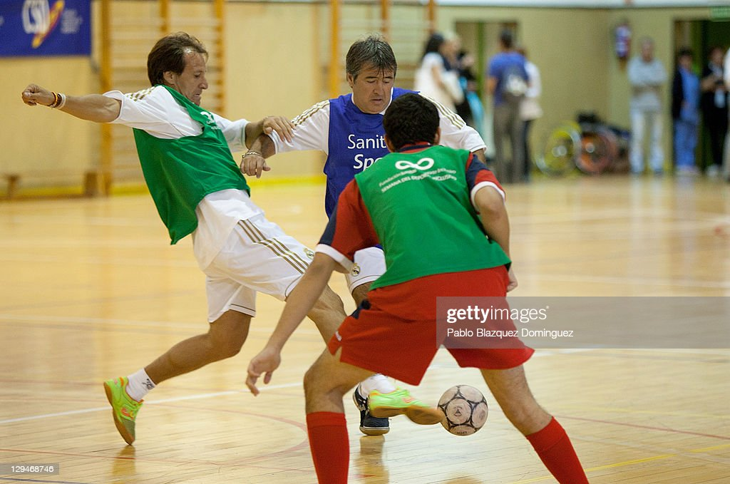 Former real madrid player alfonso perez l battles for for Alfonso dominguez madrid
