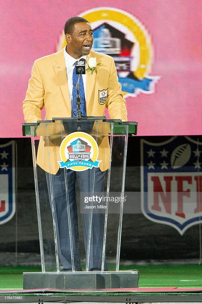Former receiver Cris Carter of the Minnesota Vikings gives his speech during the NFL Class of 2013 Enshrinement Ceremony at Fawcett Stadium on Aug. 3, 2013 in Canton, Ohio.
