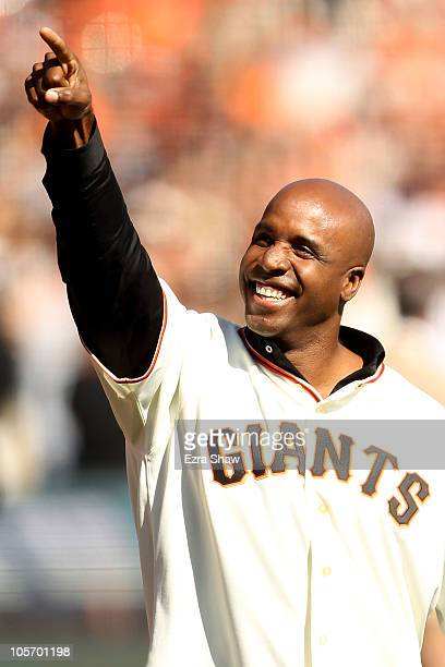 Former San Francisco Giants outfielder Barry Bonds acknowledges the crowd prior to Game Three of the NLCS against the San Francisco Giants during the...