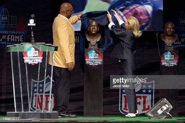 Former Seattle Seahawks defensive tackle Cortez Kennedy presented by Dixie Fraley Keller the widow of his longtime agent and friend Robert Fraley...