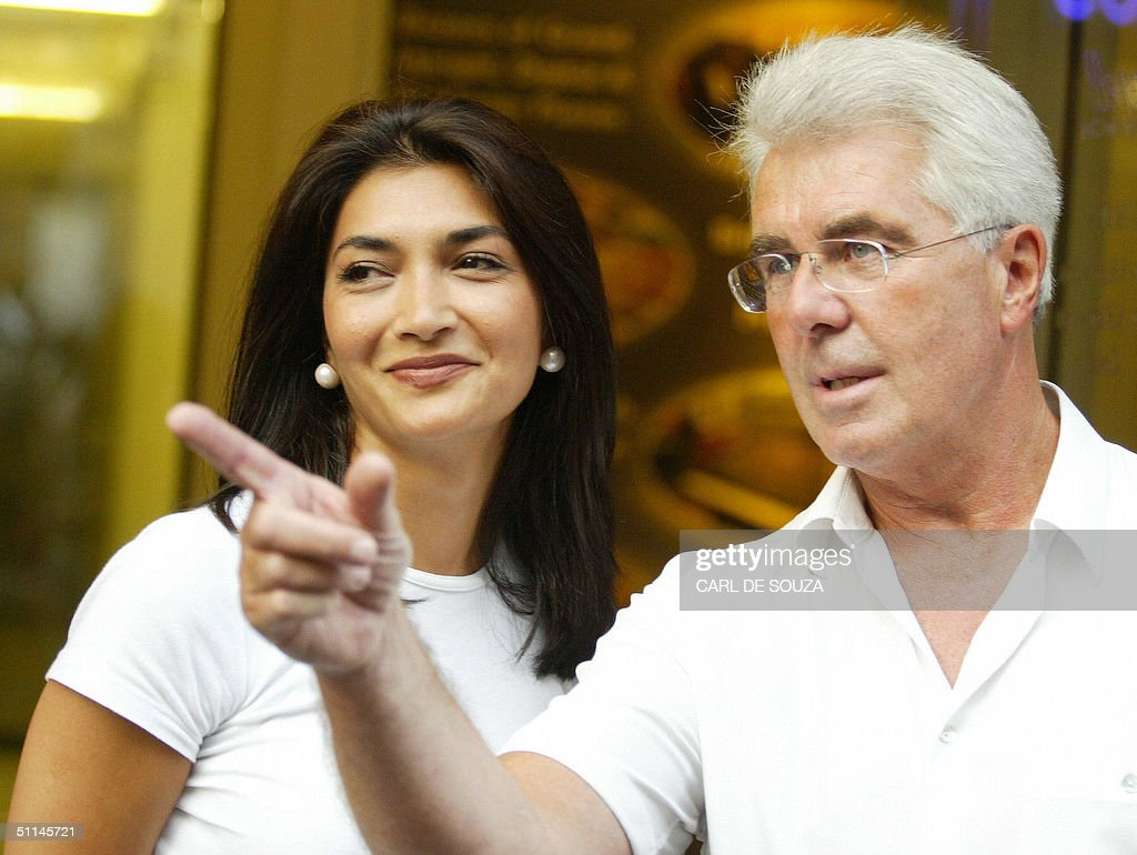 Former secretary at the Football Asociation, Faria Alam (L) appears with public relations guru Max Clifford for the media outside his offices in New Bond St, London 05 August 2004. Clifford is negotiating a tell-all interview for his client, Alam with tabloid newspapers. Alam is selling her story about her affair with England Football Manager Sven Goran Eriksson. AFP PHOTO/CARL DE SOUZA