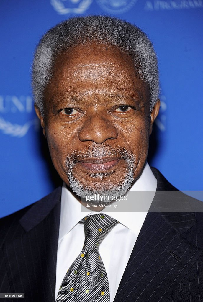 Former Secretary General of the United Nations <a gi-track='captionPersonalityLinkClicked' href=/galleries/search?phrase=Kofi+Annan&family=editorial&specificpeople=169832 ng-click='$event.stopPropagation()'>Kofi Annan</a> attends the 2012 Global Leadership Awards Dinner at Cipriani 42nd Street on October 16, 2012 in New York City.
