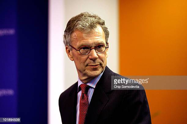 Former Sen Tom Daschle prepares to introduce the Office of Management and Budget Director Peter Orszag at the Center for American Progress on June 8...