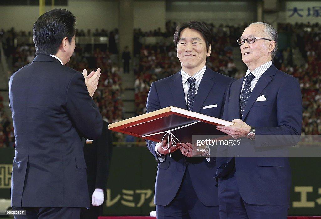 Former slugger with Japanese baseball's Yomiuri Giants Shigeo Nagashima accompanied by former Yomiuri Giants and New York Yankees outfielder Hideki...