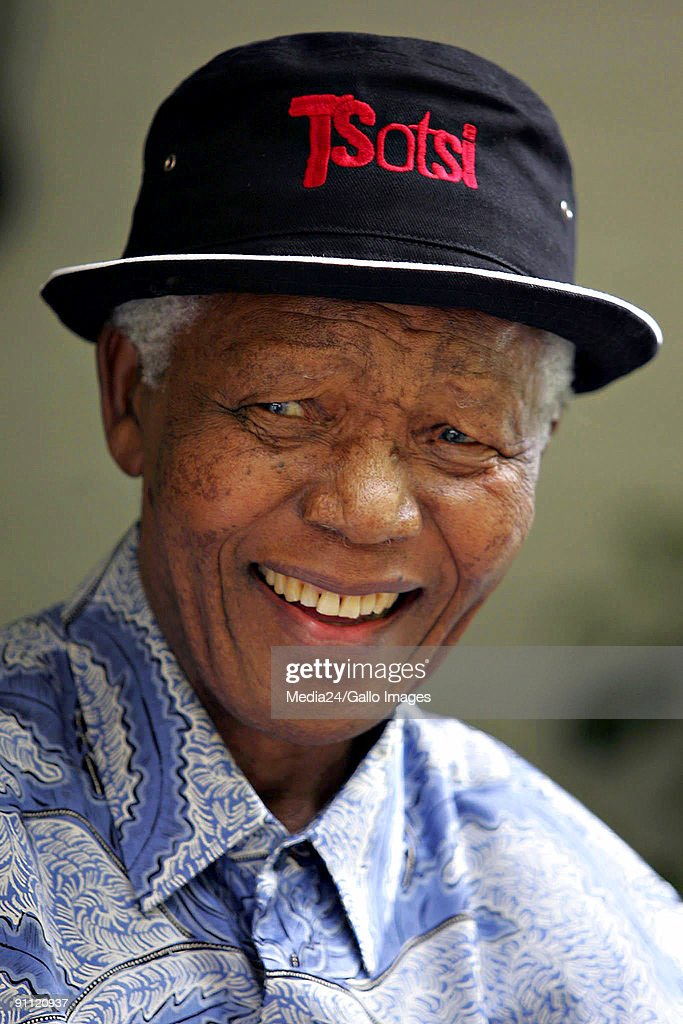 Former South African president <a gi-track='captionPersonalityLinkClicked' href=/galleries/search?phrase=Nelson+Mandela&family=editorial&specificpeople=118613 ng-click='$event.stopPropagation()'>Nelson Mandela</a> meets with the director of the South African film 'Tsotsi', Gavin Hood, and some of the other cast members. 'Tsotsi' has just won the Oscar for Best Foreign Language Film at this years Academy Awards in Los Angeles.