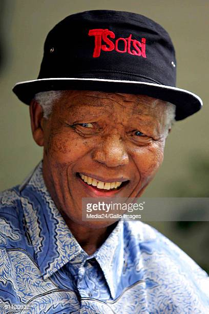 Former South African president Nelson Mandela meets with the director of the South African film 'Tsotsi' Gavin Hood and some of the other cast...