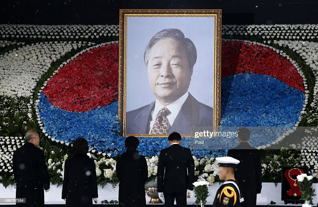 Former South Korean President Lee Myung-Bak (3R) pays tribute to the late former president Kim Young-Sam during the funeral ceremony at the National Assembly on November 26, 2015 in Seoul, South Korea. Former South Korean President Kim Young-sam died aged 87 on November 22 from sepsis and heart failure. Kim Young-sam was President of South Korea during the first nuclear crisis with North Korea.