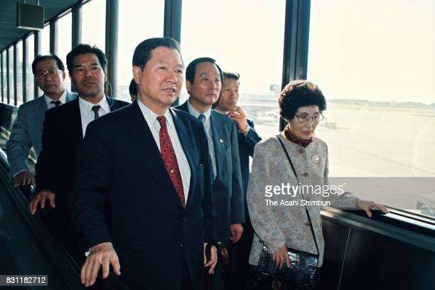 Former South Korean Presidential Candidate Kim DaeJung speaks to media reporters on arrival at Narita International Airport on October 12 1993 in...