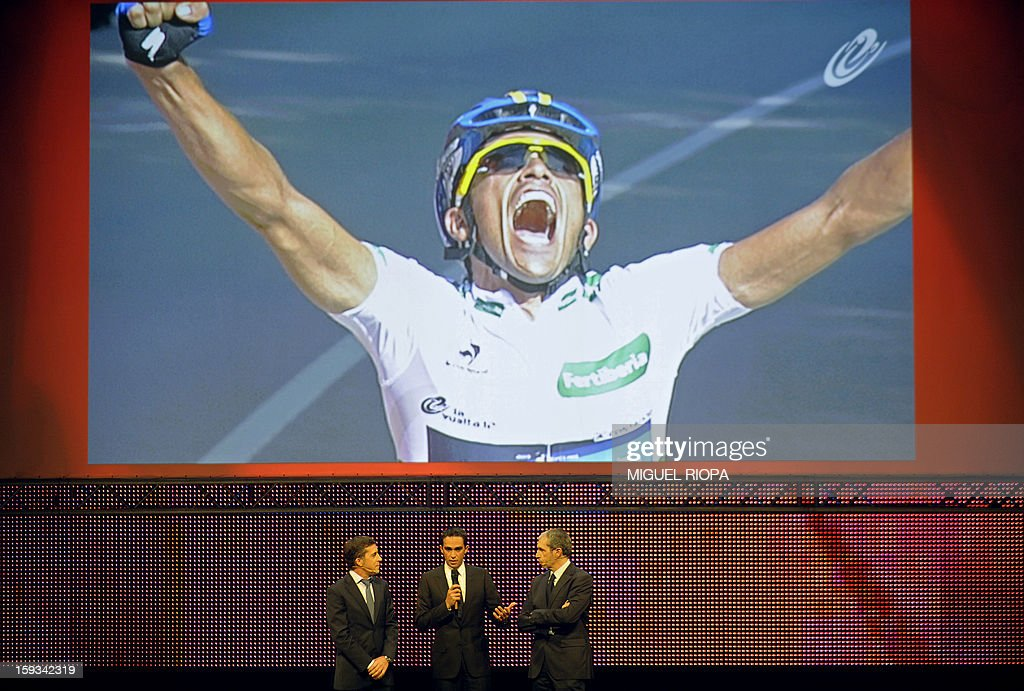 Former Spanish cyclist Perico Delgado (L), Vuelta 2012's winner Alberto Contador (C) and Spanish journalist Carlos de Andres attend the presentation of the 68th Vuelta cycling tour of Spain in Vigo, on January 13, 2013. AFP PHOTO/ MIGUEL RIOPA