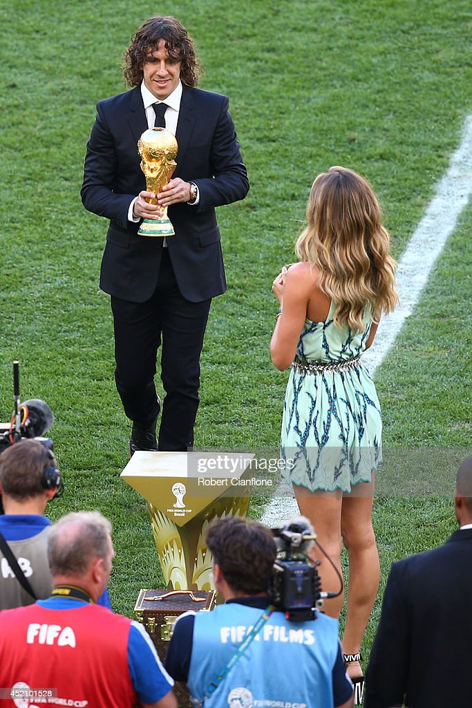 Former Spanish international Carles Puyol and model Gisele Bundchen present the World Cup trophy prior to the 2014 FIFA World Cup Brazil Final match between Germany and Argentina at Maracana on July 13, 2014 in Rio de Janeiro, Brazil.