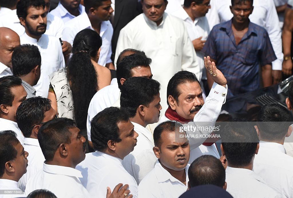 Former Sri Lankan president Mahinda Rajapakse (centre R) waves as he leaves the court after his second son Yoshitha Rajapakse was further remanded after a magistrate in the Colombo suburb of Kaduwela denied him bail on February 11, 2016. Navy officer Yoshitha Rajapakse, 27, was remanded in custody for two weeks after being arrested at the end of January on a charge of money laundering, police and court officials said. AFP PHOTO / Ishara S. KODIKARA / AFP / Ishara S.KODIKARA